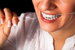 Gezonde de tandenclose-up van de vrouw op zwarte Stock Afbeelding