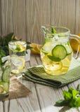 Gezonde eigengemaakte limonade stock afbeeldingen
