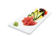Gezonde en smakelijke zeevruchtensalade op een witte achtergrond in het restaurantmenu Het eten van concept Stock Foto