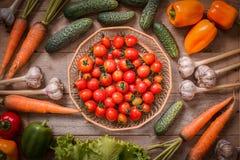 Gezonde en Verse groenten op houten lijst Royalty-vrije Stock Afbeeldingen