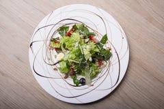 Gezonde en voedzame salade royalty-vrije stock foto's