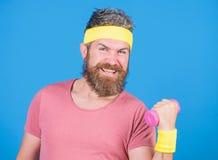 Gezonde gewoonten Sportman retro uitrusting die blauwe achtergrond opleiden E Gebaarde mens royalty-vrije stock foto