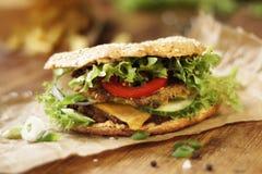 Gezonde Groene Gespelde Hamburger royalty-vrije stock afbeeldingen