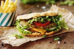 Gezonde Groene Gespelde Hamburger stock foto