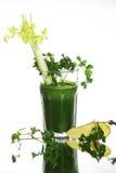 Gezonde groene plantaardige smoothie met peterselie op witte achtergrond Stock Foto's