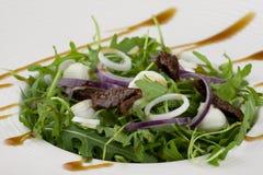 Gezonde groene salade met zich het kleden Royalty-vrije Stock Fotografie