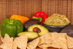 Gezonde Groenten en guacamole Stock Afbeeldingen