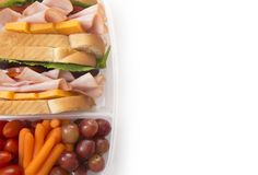 Gezonde Ingepakte Lunch van Sandwichvruchten en Groenten stock foto's