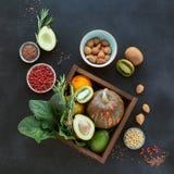 Gezonde landbouwersnatuurvoeding: fruit, groenten, zaden, superfood Royalty-vrije Stock Foto