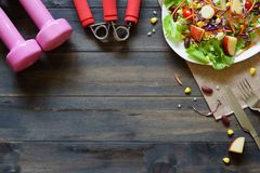 Gezonde levensstijl, Geschiktheid, Verse gezonde salade, dieet en actief royalty-vrije stock foto