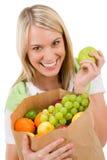 Gezonde levensstijl - vrolijke vrouw met fruit Stock Afbeeldingen