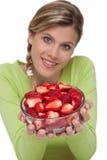 Gezonde levensstijlreeks - Kom van aardbeien stock fotografie