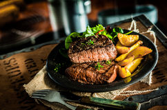 Gezonde magere geroosterde rundvleeslapje vlees en groenten Royalty-vrije Stock Afbeelding