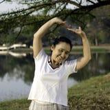 Gezonde midden oude vrouw royalty-vrije stock fotografie