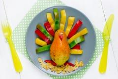 Gezonde ontbijt of snack voor jonge geitjes - Turkije van peer en kleur stock foto