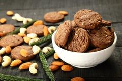 Gezonde oven verse droge vruchten koekjes Hoogste mening stock foto's