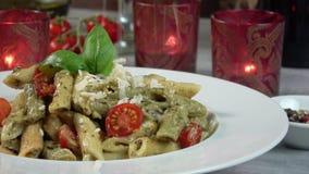 Gezonde Pesto Penne Pasta stock footage