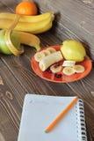 Gezonde pitanie-appelen, bananen, peren en bessen Royalty-vrije Stock Afbeelding