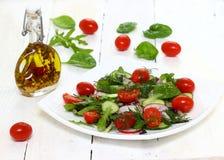 Gezonde salade op een plaat Stock Afbeeldingen