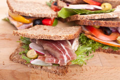 Gezonde sandwiches op geheel korrelbrood Stock Foto