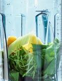 Gezonde smoothie voor gewichtsverlies Ingrediënten voor smoothie in bl stock afbeelding