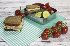 Gezonde snack in lunchbox Stock Foto