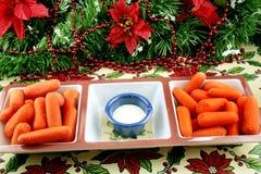 Gezonde snack van wortelen en onderdompeling Stock Afbeeldingen