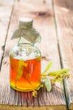 Gezonde tint in flessen als eigengemaakte behandeling in de zomer royalty-vrije stock afbeeldingen