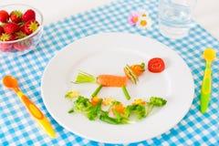 Gezonde vegetarische lunch voor kleine jonge geitjes, vegetabl Stock Afbeelding