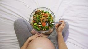 Gezonde voeding tijdens Zwangerschap stock videobeelden