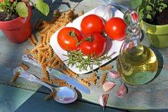 Gezonde voedsel, deegwaren en tomaten Stock Afbeelding