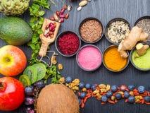 Gezonde voedsel schone het eten selectie fruit, groente, zaden, superfood, bladgroente E royalty-vrije stock afbeeldingen