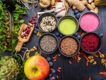 Gezonde voedsel schone het eten selectie fruit, groente, zaden, superfood, bladgroente E stock afbeelding
