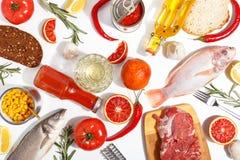 Gezonde voedsel schone het eten selectie: fruit, groente, zaden, vissen, vlees, bladgroente op witte achtergrond Hoogste mening stock fotografie