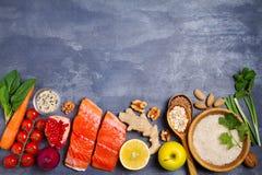 Gezonde voedsel schone het eten selectie: zalmvissen, vruchten, groenten, graangewassen royalty-vrije stock foto's