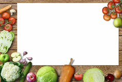 Gezonde voedselachtergrond/studiofoto van verschillende vruchten en groenten op oude houten lijst Royalty-vrije Stock Foto's
