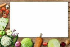 Gezonde voedselachtergrond/studiofoto van verschillende vruchten en groenten op oude houten lijst Stock Afbeeldingen