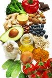 Gezonde voedselingrediënten met plantaardige vruchten anad noten stock foto