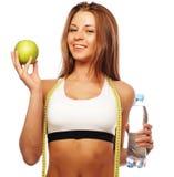 Gezonde vrouw met water en appeldieet het glimlachen Stock Foto's