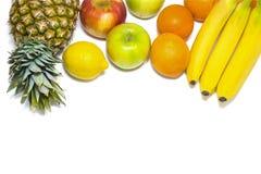 Gezonde vruchten appelen, ananas, bananen, sinaasappelen, citroenisol Royalty-vrije Stock Foto's