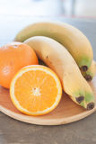 Gezonde vruchten met sinaasappelen en bananen Stock Foto