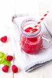 Gezonde vruchten smoothie drank met frambozen Stock Foto's