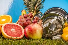 Gezondheid en geschiktheidssamenstelling, vruchten en groenten Royalty-vrije Stock Afbeeldingen