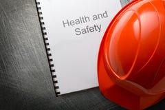 Gezondheid en veiligheid met helm Stock Foto