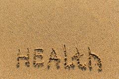 Gezondheid - van de hand op het strandzand dat wordt getrokken nave Stock Foto
