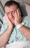 Gezondheidszorg: Beklemtoonde Mens in het Ziekenhuis Stock Foto's