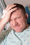 Gezondheidszorg: Mens in het Ziekenhuis Stock Foto's