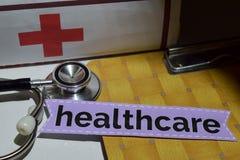 Gezondheidszorg op het drukdocument met medisch en Gezondheidszorgconcept stock foto