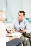 Gezondheidszorg voor bejaarden thuis Stock Foto