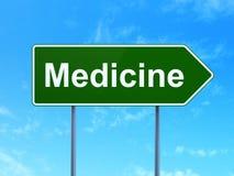 Gezondheidszorgconcept: Geneeskunde op verkeerstekenachtergrond Royalty-vrije Stock Fotografie